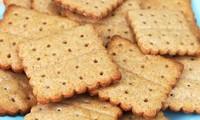 Tại sao trên mặt bánh quy có những lỗ nhỏ li ti?