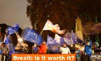 Người biểu tình phản đối Brexit tập trung trước tòa nhà Quốc hội Anh