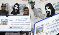 Người đàn ông đeo mặt nạ 'kinh dị' đến nhận giải xổ số tiền tỉ