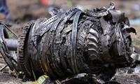 Một phần động cơ của chiếc máy bay gặp nạn còn sót lại
