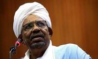 Tổng thống Sudan Omar al-Bashir, người đã nắm quyền lãnh đạo đất nước gần ba thập kỷ, vừa bất ngờ tuyên bố từ chức