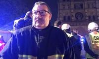 Giáo sĩ Jean-Marc Fournier, người từng hỗ trợ các nạn nhân vụ khủng bố tại Paris năm 2015, thêm một lần nữa được tôn vinh là người hủng sau khi tham gia ứng cứu tại vụ cháy Nhà thờ Đức Bà Paris