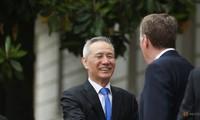 Phó Thủ tướng Trung Quốc Lưu Hạc gặp gỡ Trưởng Phái đoàn đàm phán thương mại Mỹ Robert Lighthizer trước khi phiên đàm phán diễn ra