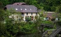 Khách sạn nơi xảy ra vụ việc nằm gần khu trượt tuyết nổi tiếng ở Passau, bang Bavaria, Đức