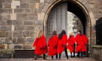 Lễ tốt nghiệp cho các sinh viên năm cuối tại các trường Đại học của nước Anh trong năm học này cũng đã bị hoãn vô thời hạn. Ảnh: The Guardian.