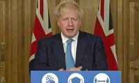 Thủ tướng Anh Boris Johnson trong buổi họp báo tối ngày hôm qua.