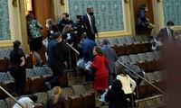 Hình ảnh hỗn loạn được ghi nhận tại điện Capitol khi xảy ra cuộc bạo động. Ảnh: The New York Times.