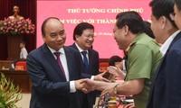Thủ tướng Nguyễn Xuân Phúc, Phó Thủ tướng Trịnh Đình Dũng làm việc với lãnh đạo TP Hà Nội. Ảnh: VGP