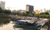 Bến tàu trên kênh Nhiêu Lộc chờ phục vụ khách về đêm ở TPHCM. Ảnh: UP