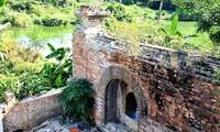 """Chiếc cổng cổ độc đáo cạnh Đông thành Thủy quan """"phát lộ"""" ngay sau di dời Thượng thành Huế"""