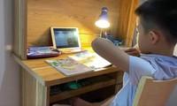 Học sinh nhiều địa phương hiện vẫn phải học trực tuyến hoàn toàn