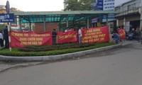 Cư dânchung cư Star city (Lê Văn Lương, Thanh Xuân, Hà Nội) liên tiếp căng băng rôn đòi chủ đầu tư bàn giao tiền phí bảo trì. Ảnh: PV