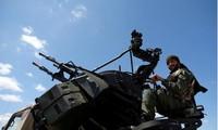 Một binh sỹ thuộc LNA trên đường tiến về Tripoli. Ảnh: Reuters