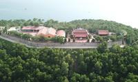 Công trình tâm linh được xây trên ngọn đồi cao nhất đảo nhiều lần bị chính quyền đình chỉ