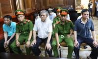 Các bị cáo tại tòa Ảnh: Tân Châu