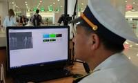 Máy đo thân nhiệt theo dõi hành khách tại sân bay Nội Bài, Hà Nội