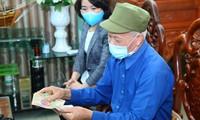Người dân tại Hà Nam bắt đầu nhận được tiền hỗ trợ từ gói an sinh xã hội