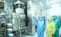 Bên trong xưởng sản xuất vắc-xin vừa khánh thành ở Trung Quốc. Ảnh: The Paper