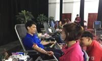 Anh Phạm Minh Khôi, Bí thư Huyện Đoàn Lương Tài tham gia hiến máu tình nguyện tại một chương trình do chính anh tổ chức. Ảnh: PV