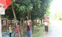 Người dân Ơ Đu tại bản Văng Môn, xã Nga My, huyện Tương Dương