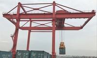 Nhiều doanh nghiệp xuất nhập khẩu đi châu Âu và Mỹ đang gặp khó vì thiếu container rỗng đóng hàng
