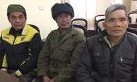 Ba cựu chiến binh Bảo Lâm kể chuyện giữ đất biên cương. Ảnh: Duy Chiến