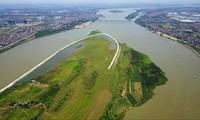 Bãi giữa sông Hồng thuộc địa bàn quận Tây Hồ (Hà Nội) sử dụng chưa hiệu quả. Ảnh: P.V