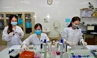 Nghiên cứu sản xuất vắc-xin COVID-19 tại Học viện Quân y. Ảnh: Như Ý