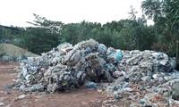 Lượng rác còn tồn dư ngày càng lớn. Ảnh: Tr.Định