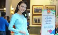 Phùng Bảo Ngọc Vân xuất hiện duyên dáng với tà áo dài xanh. ảnh: Xuân Tùng
