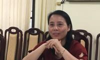 Bà Đinh Thị Hường trao đổi với PV báo Tiền Phong. ảnh: Nghiêm Huê