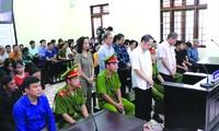 Toàn cảnh phòng xét xử. Ảnh: Nguyễn Hoàn