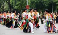 Lễ hội văn hóa đường phố trong khuôn khổ hoạt động kích cầu du lịch. Ảnh: P.V