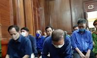 Các bị cáo tại phiên tòa chiều 25/9. Ảnh: Tân Châu