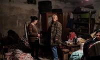 Người dân trong hầm tránh bom ở Stepanakert, thủ phủ của Nagorno-Karabath - Ảnh do Bộ Ngoại giao Armenia cung cấp ngày 28/9 thông qua Reuters