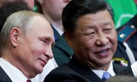 Tổng thống Nga Vladimir Putin (trái) và chủ tịch Trung Quốc Tập Cận Bình trong dịp gặp ở Vladivostok năm 2018. Ảnh: Reuters