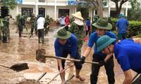 ĐVTN hỗ trợ người dân Quảng Bình khắc phục hậu quả lũ lụt