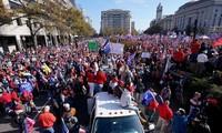 Người biểu tình ủng hộ ông Trump trước trụ sở Quốc hội Mỹ ngày 12/12. Ảnh: AP