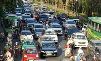Ùn tắc trên đường Phạm Văn Đồng dẫn vào sân bay Tân Sơn Nhất