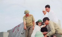 Nữ nhà báo Bích Hậu trong lần thăm lại đảo Cồn Cỏ năm 2008. ẢNH: NHÂN VẬT CUNG CẤP