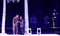 """Vai diễn mới mẻ trong vở """"Bạch đàn liễu"""" giúp NSND Trung Anh đạt Huy chương Vàng. Ảnh: KỲ SƠN"""