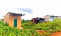 Những ngôi nhà đóng cửa im lìm tại khu tái định cư