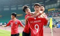 Hwang Hee-chan ăn mừng bàn quyết định ở tứ kết
