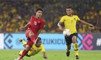 Đức Chinh (trái) bỏ lỡ cơ hội tỏa sáng ở AFF Cup 2018. Ảnh: Vnexpress.