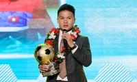 Nguyễn Quang Hải đoạt Quả bóng vàng Việt Nam 2018. Ảnh: SGGP