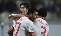 Các cầu thủ Iran ăn mừng bàn thắng trước Trung Quốc