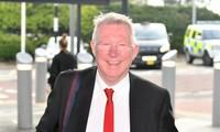 Sir Alex Ferguson rạng rỡ cùng M.U bay đến Barcelona