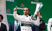 Lewis Hamilton ăn mừng chức vô địch Trung Quốc Grand Prix