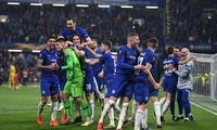 Kepa Arrizabalaga ăn mừng cùng đồng đội