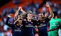 Pierre-Emerick Aubameyang ăn mừng cùng đồng đội